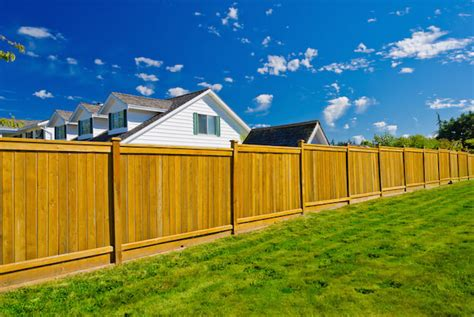 wood fence  chain link fence fence cost comparison