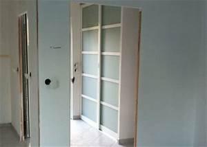 montage des portes de placards dans le hall d39entree With montage porte d entree