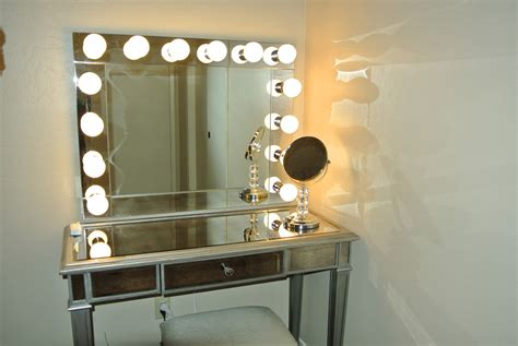 Old Hollywood Vanity With Lights