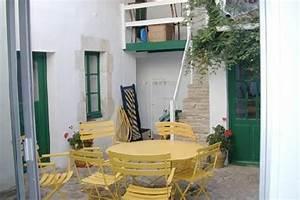 Location Les Portes En Ré : ile de r maison traditionnelle fleurie au abritel ~ Medecine-chirurgie-esthetiques.com Avis de Voitures