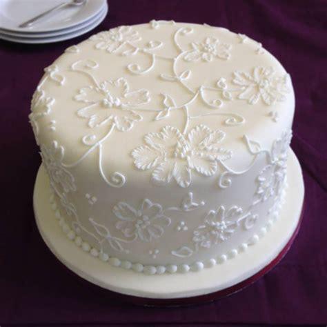 decorating  christmas cake  royal icing