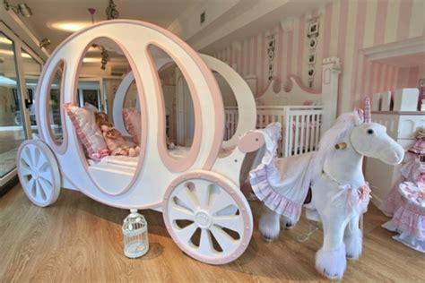 Le lit carrosse nous rappelle la magie de l'enfance