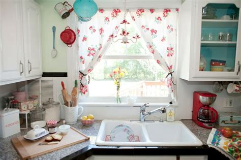 petit rideau cuisine rideau fenêtre habillage de fenêtre selon les pièces