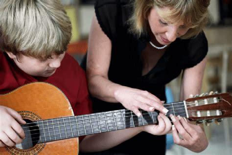 Dengan adanya seni musik tersebut pastinya juga. Alat Musik Harmonis : Pengertian, Contoh dan Penjelasannya dengan Lengkap - Balubu