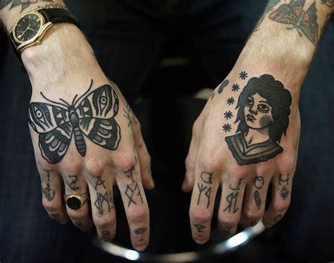 designs de tatouage papillon pharamineux