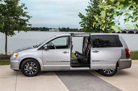 2015 Chrysler Town & Country Reviews And Rating