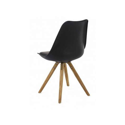 chaise nordique 2 chaises nordiques en plastique et bois noires cross