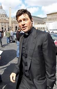 Kyle Chandler Films 'Vatican' - Zimbio