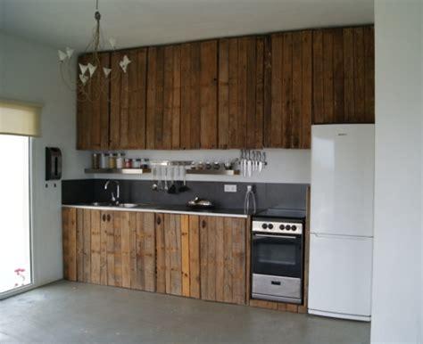 refaire cuisine en bois mobilier pas cher 21 idées avec des palettes en bois