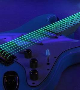 DR Strings mit Neon Saiten