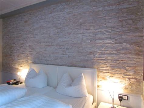Bescheiden Wohnzimmer Ideen Steinwand Steinwand Schlafzimmer Homeautodesign