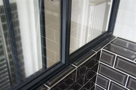 mastic salle de bain une verri 232 re atelier d artiste en acier inxoyadable pour une salle de bain ou un pare