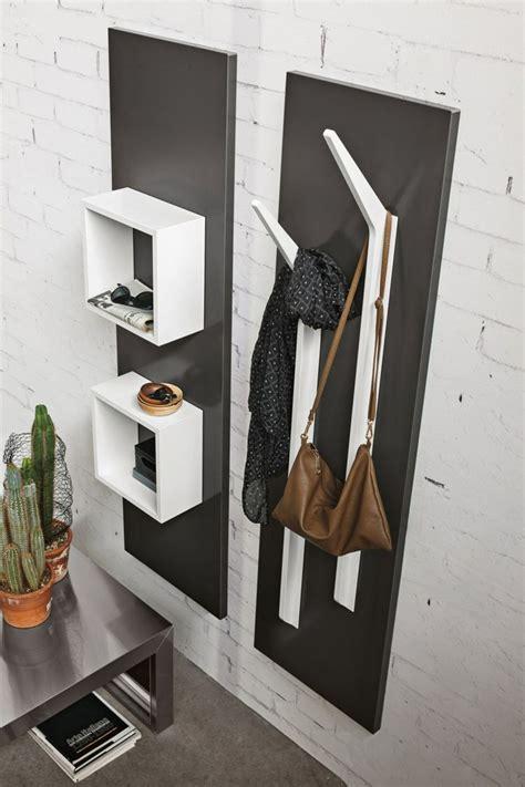 Flur Quadratisch Gestalten by Die Garderobe Ramo Besitzt Kleiderhaken Und Quadratische