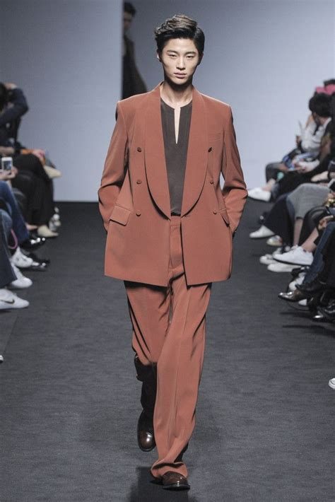 You have 48 hours to run past these 4walls and head on over to the. byeon woo seok | Tumblr | Seoul fashion week, Fashion ...