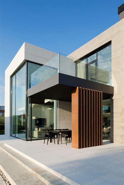Alexandra Fedorova Designs an Elegant Contemporary House