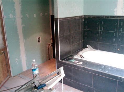 r 233 novation d une salle de bains carrelage mi hauteur et