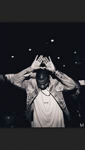 Illuminati hand sign triangle hand sign | Illuminati ...