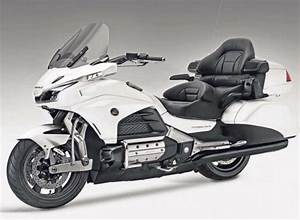 Goldwing 1800 2018 : 2018 honda goldwing goes radical motorbike writer ~ Medecine-chirurgie-esthetiques.com Avis de Voitures