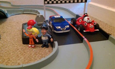 Roary The Racing Car Deluxe Silver Hatch Race Track For