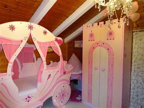 chambre carrosse lit en forme de carrosse maison design wiblia com
