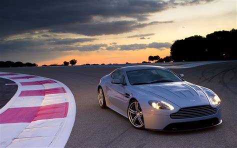 Aston Martin Vantage Wallpapers by Aston Martin V12 Vantage Wallpapers Pictures Images
