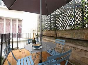 decoration d39une terrasse a paris chaises de bistro bleu With decoration d une terrasse