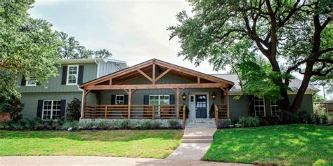 Hgtv Fixer Upper Boat House by Fixer Upper A First Home For Avid Dog Lovers Hgtv S