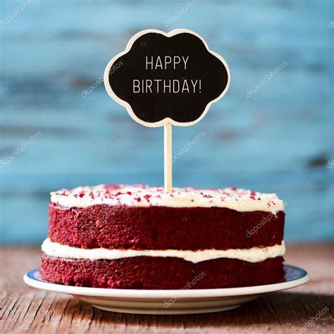 buon compleanno testo lavagna con il buon compleanno testo in una torta