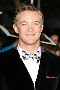 Michael Welch Picture 6 - The Twilight Saga's Breaking ...