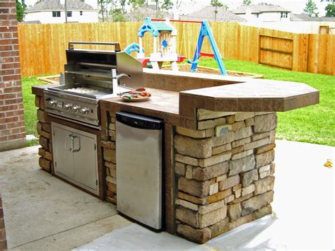 outdoor kitchen pictures and ideas 25 best ideas about small outdoor kitchens on pinterest outdoor throughout outdoor kitchen plans