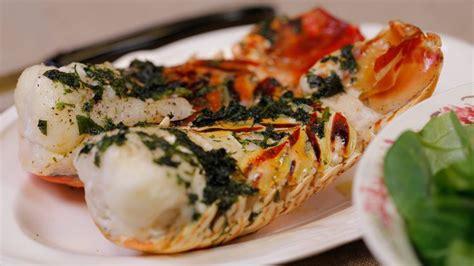 cuisine langouste plancha langoustes rôties au beurre d 39 herbes facile recette sur
