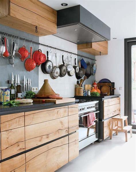 cuisine moderne en bois massif cuisine rustique contemporaine 50 idées de meubles en bois