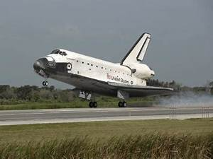 Space shuttle Endeavour lands safely in Florida (video ...