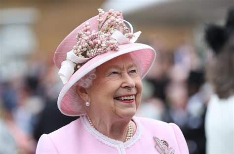 queen elizabeth net worth      queen
