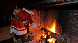 W&M throws its cares away during Yule Log ceremony ...