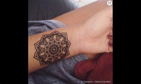 tatouage poignet mandala