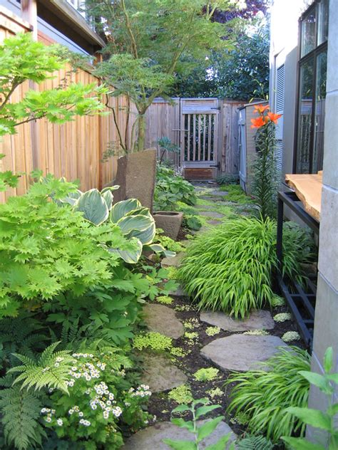 narrow side yard garden house design with vegetable garden