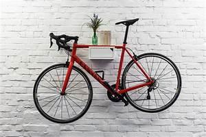 Fahrrad Wandhalterung Holz : bicycledudes fahrrad wandhalterung clemens aus nachhaltigem holz avocadostore ~ Markanthonyermac.com Haus und Dekorationen