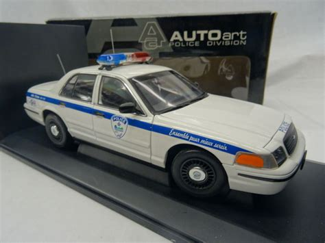 1 18 police car with autoart schaal 1 18 ford crown victoria police car