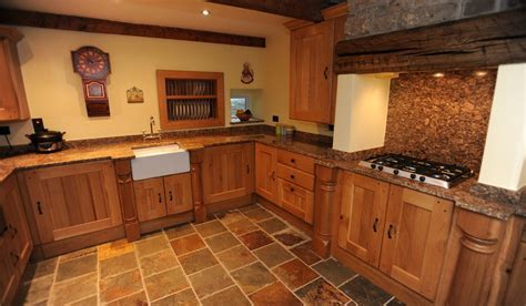 Oak country kitchen designs   Video and Photos
