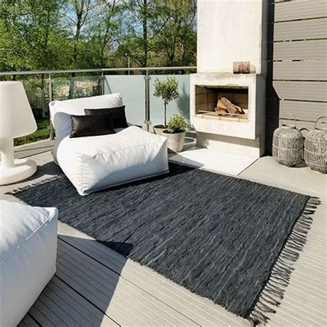 canapé pour terrasse cheminee terrasse canape design confortable table basse