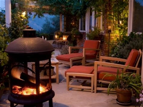 decorate your deck for outdoor entertaining