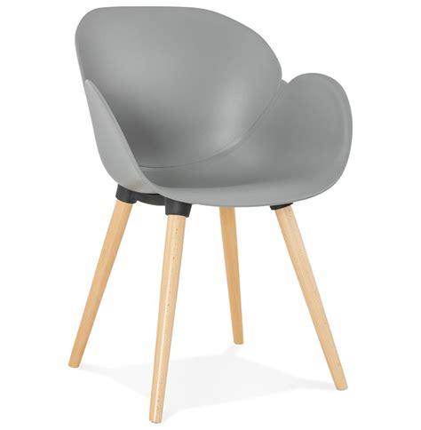 chaise grise but chaise design scandinave picata grise avec pieds en bois