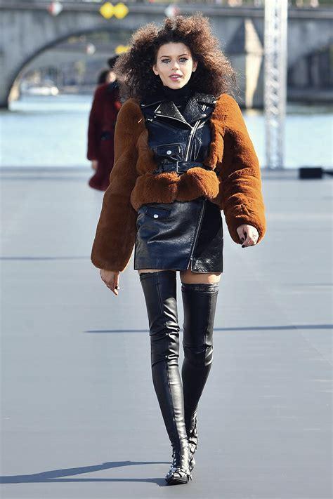 georgia fowler walks  runway  le defile loreal