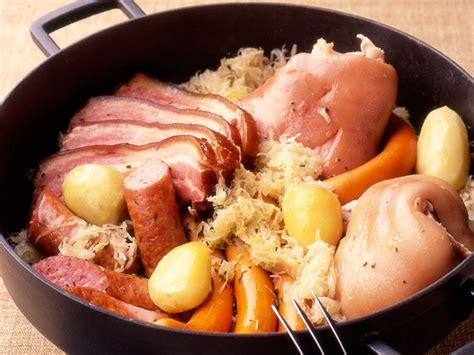 recettes cuisine alsacienne traditionnelle choucroute garnie de ma maman facile et pas cher recette sur cuisine actuelle