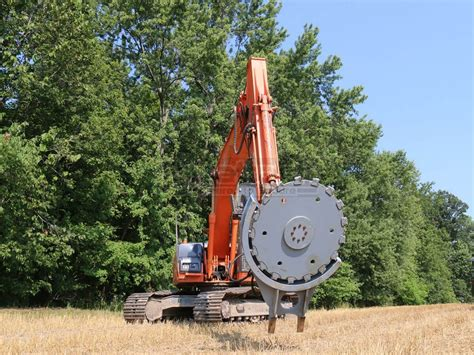 baumalight horizontal tree   excavator