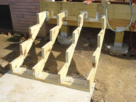 Joist Spacing For Deck Stairs by Deck Stairs Stringer Spacing Deck Design And Ideas