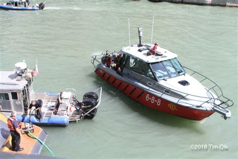 Fast Boat Chicago by Chicago Police Department Marine Unit 171 Chicagoareafire