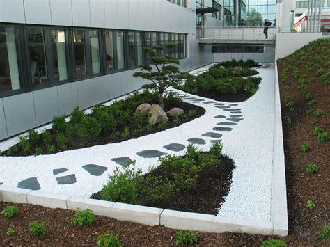 Gewerbliche Außenanlagen  Form & Garten Fleckenstein Gmbh