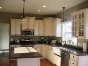 Aristokraft Oak Kitchen Cabinets by White Kitchen Cabinets Tan Walls Quicua Com